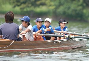 ボート教室の小学生たち